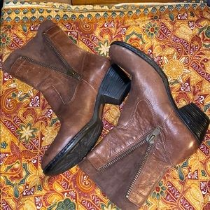 NWOT Born brown leather boots